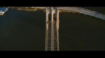 GEICO TV Spot, 'Brooklyn Bridge' - Thumbnail 2