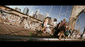 GEICO TV Spot, 'Brooklyn Bridge' - Thumbnail 6