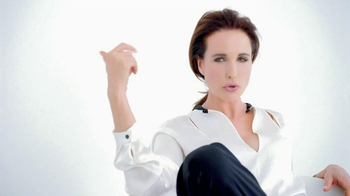 L'Oreal Visible Lift Repair Absolute Foundation TV Spot, 'Flawless Coverage' Featuring Andie MacDowell - Thumbnail 7