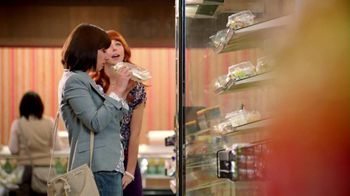 Wendy's Berry Almond Chicken Salad TV Spot, 'Visiting Old Friends'
