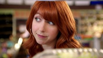 Wendy's Berry Almond Chicken Salad TV Spot, 'Visiting Old Friends' - Thumbnail 4