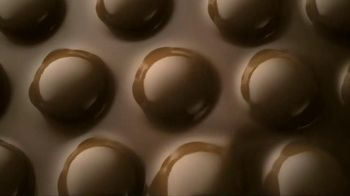M&M's TV Spot, 'Naked Chocolate' Song by LMFAO - Thumbnail 9
