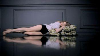 L'Oreal Colour Riche Balm TV Spot Featuring Doutzen Kroes - Thumbnail 6