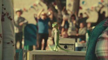 GEICO Car Insurance TV Spot, 'Military Parade Gecko Float' - Thumbnail 1