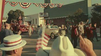 GEICO Car Insurance TV Spot, 'Military Parade Gecko Float' - Thumbnail 2