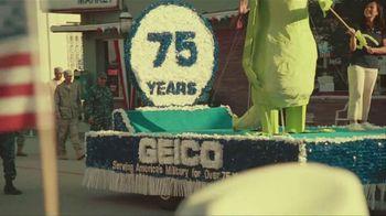 GEICO Car Insurance TV Spot, 'Military Parade Gecko Float' - Thumbnail 5