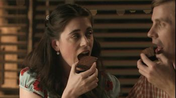 Fiber One 90 Calorie Chocolate Fudge Brownies TV Spot, 'Diner' - Thumbnail 2