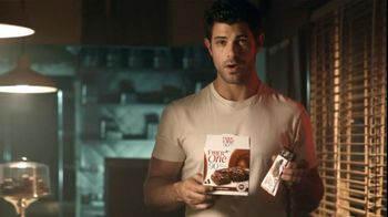 Fiber One 90 Calorie Chocolate Fudge Brownies TV Spot, 'Diner' - Thumbnail 5