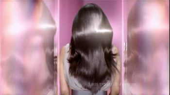 L'Oreal Healthy Look Creme Gloss Color TV Spot, 'Incredibly Glossy' Featuring Freida Pinto - Thumbnail 10