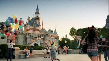 Verizon Disney Mobile Magic TV Spot, 'Snow White' - Thumbnail 1