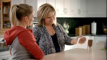 Bounty TV Spot For Bounty Paper Towels Featuring Shawn Johnson - Thumbnail 7