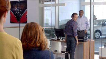 Volkswagen TV Spot, 'Baseball Disagreement: 0% APR' - Thumbnail 8