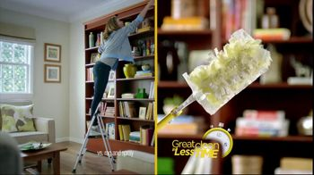 Swiffer 360 Duster Extender TV Spot, 'Book' - Thumbnail 7