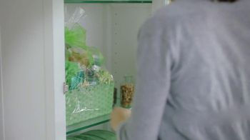 Swiffer Sweeper TV Spot, 'Green Face Mask' - Thumbnail 4