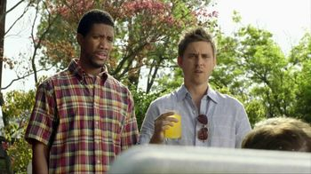 Smirnoff TV Spot For Signature Screwdriver With Cooler Bartender - Thumbnail 4