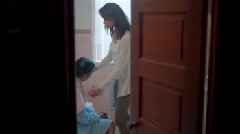 AARP Services, Inc. TV Spot, 'Caregiver Assistance: Bath' [Spanish] - Thumbnail 7