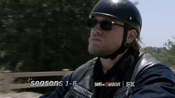 Hulu TV Spot, 'The Joy of the Seasons' Song by Ray LaMontagne - Thumbnail 5