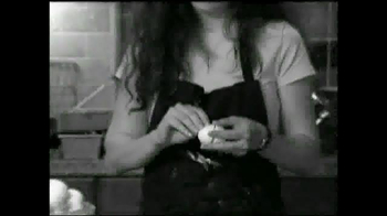 Eggstractor TV Spot, 'No More Mess' - Thumbnail 1