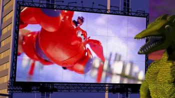 Big Hero 6 Deluxe Flying Baymax TV Spot, 'Monster Battle' - Thumbnail 8