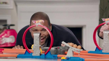 Walmart TV Spot, 'Hot Wheels' Featuring Melissa Joan Hart, Anthony Anderson - Thumbnail 5