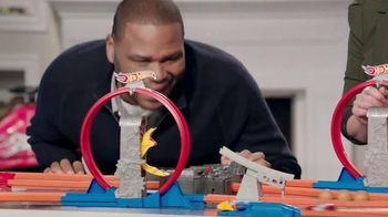 Walmart TV Spot, 'Hot Wheels' Featuring Melissa Joan Hart, Anthony Anderson - Thumbnail 6