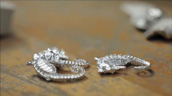 FingerHut.com TV Spot, 'Animal Planet: Seahorse Necklace' - Thumbnail 3