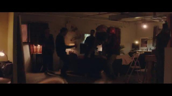 Budweiser TV Spot, 'Holiday Reunion' - Thumbnail 8