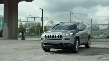 Jeep Cherokee TV Spot, 'Forward Collision Warning' - Thumbnail 2
