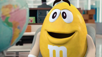 Crispy M&M's TV Spot, 'Globe' [Spanish] - Thumbnail 5