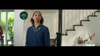 Downy Unstopables Air Refresher TV Spot, 'Foyer' - Thumbnail 2