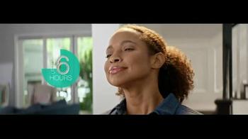 Downy Unstopables Air Refresher TV Spot, 'Foyer'