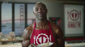 Wix.com Super Bowl Campaign TV Spot, 'Brett Favre & T.O. Pie Face Off' - Thumbnail 7