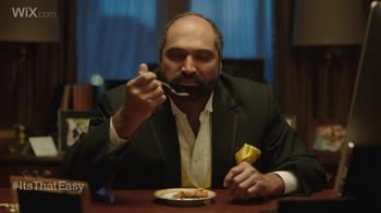 Wix.com Super Bowl Campaign TV Spot, 'Franco Harris Falls for T.O.'s Pies' - Thumbnail 2
