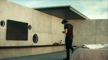 Motorola Droid Razr Maxx HD TV Spot, 'Break Out' - Thumbnail 4