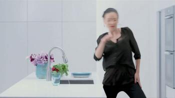 Moen TV Spot, 'Faucet Dance' - Thumbnail 9