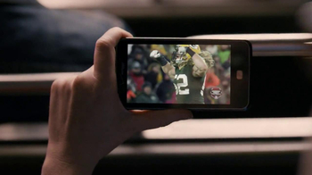 Verizon TV Spot, 'NFL Mobile' Featuring Stephanie Allynne - Thumbnail 6
