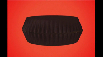 Reese's Peanut Butter Cups TV Spot, 'Halloween Cackle' - Thumbnail 8