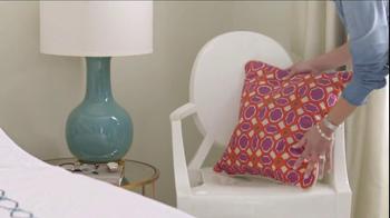 One Kings Lane TV Spot, 'The Broken Lamp' - Thumbnail 6