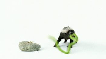 Wonderful Pistachios TV Spot 'Honey Badger' - Thumbnail 6
