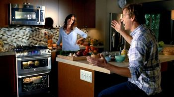 GE Appliances Cafe Line Ovens TV Spot, 'Mole Sauce'