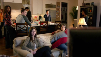 Motorola Droid Razr TV Spot, 'Pizza and Pitching Changes' - Thumbnail 2