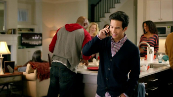 Motorola Droid Razr TV Spot, 'Pizza and Pitching Changes' - Thumbnail 5