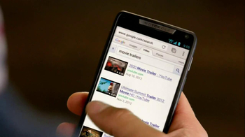 Motorola Droid Razr TV Spot, 'Pizza and Pitching Changes' - Thumbnail 6