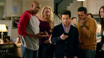 Motorola Droid Razr TV Spot, 'Pizza and Pitching Changes' - Thumbnail 7