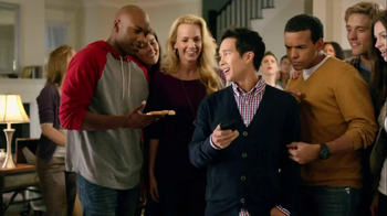 Motorola Droid Razr TV Spot, 'Pizza and Pitching Changes' - Thumbnail 9