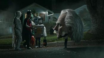 Snickers Halloween Satisfaction TV Spot, 'Horseless Headsman' - Thumbnail 7