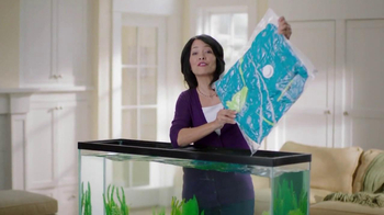 Ziploc Cube Bag & Flat Bag TV Spot, 'Smaller Closet' - Thumbnail 4