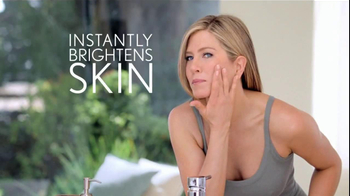 Aveeno Positively Radiant TV Spot, 'Spots' Featuring Jennifer Aniston - Thumbnail 4