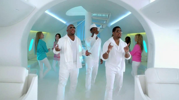 Old Navy TV Spot, 'In-Flight Entertainment' Featuring Boyz II Men - Thumbnail 4