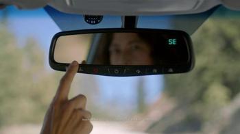 Hyundai Assurance Connected Care TV Spot,'Oil Change' Song by Bob Marley - Thumbnail 6